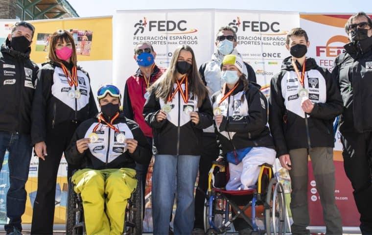 El Equipo Fundación También que acudió al Campeonato de España de Esquí Alpino Adaptado y Snowboard marzo 2021 en Sierra Nevada