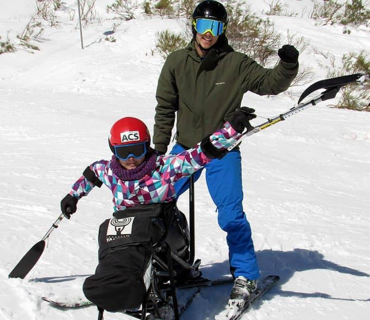 La práctica del esquí adaptado contribuye a mejorar la autoestima de los niños con discapacidad.