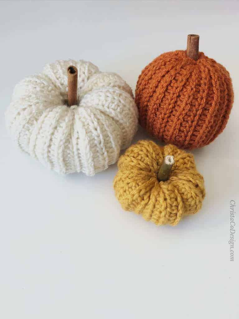 picture of crochet pumpkins in 3 sizes pattern