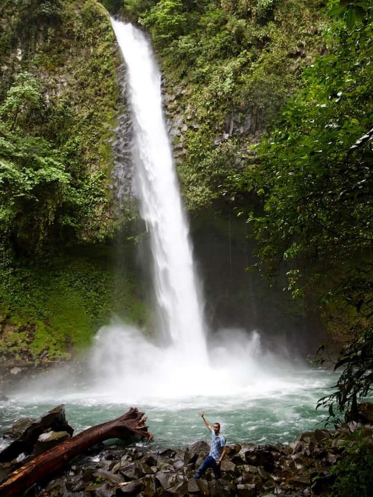 Auswandern nach Costa Rica: Marc beim Wasserfall in La Fortuna