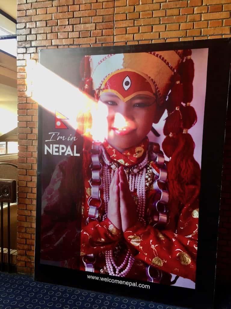 Plakat am Tribhuvan Airport dem Flughafen Kathmandu