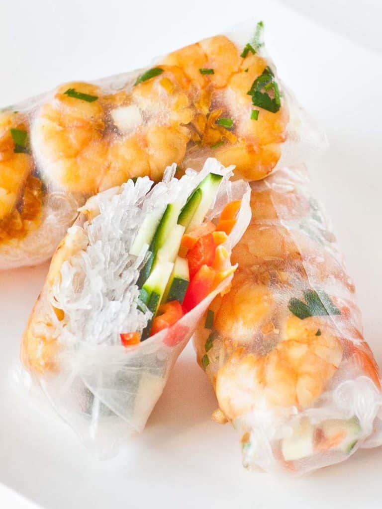 spring rolls recipe with shrimp, rice noodles and vegetables