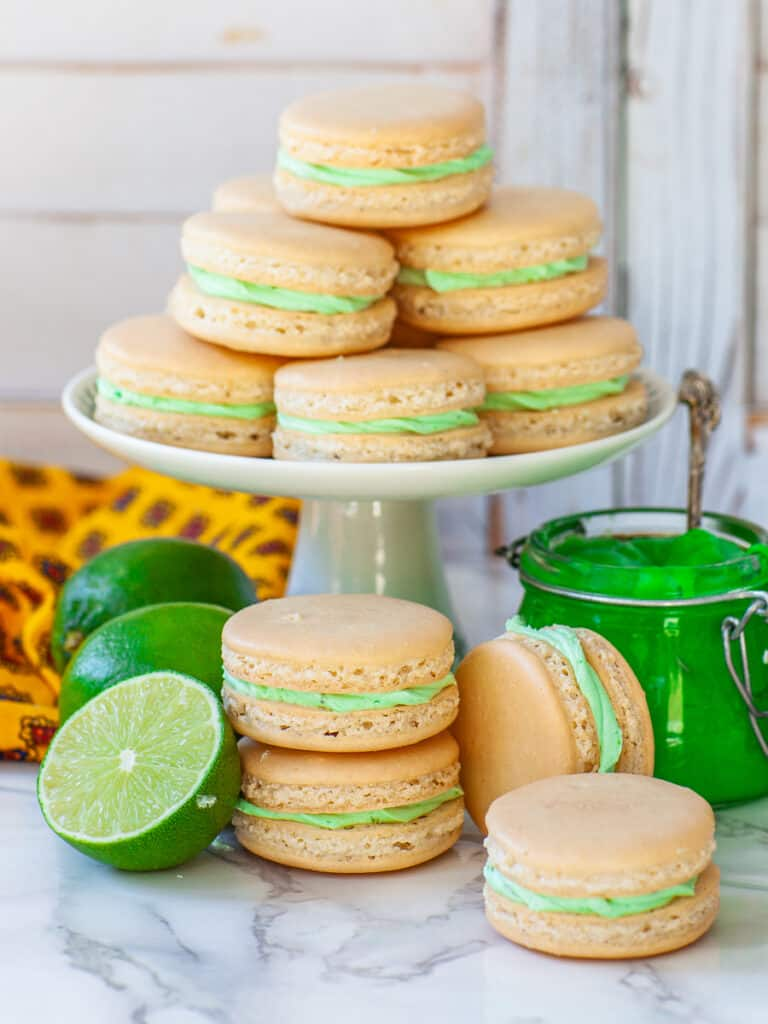 coconut lime cookies - French macarons with lime filling