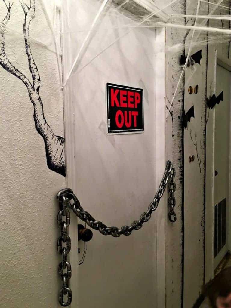 haunted-halloween-hallway-6