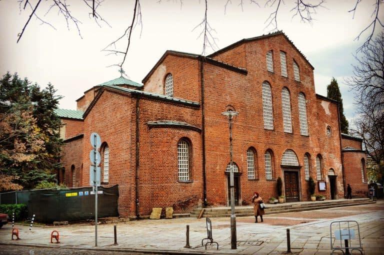 Iglesia de Santa Sofia con sus secretos en el sótano en la ciudad de Sofía