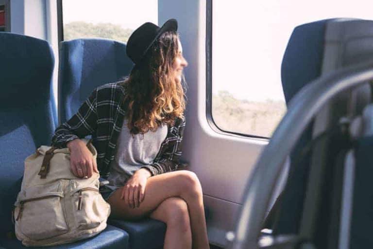 Prendre le train seule est une bonne occasion de séduire des hommes célibataires