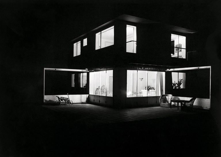 Summer house in Groet, North Holland by architects Merkelbach & Karste, 1934. Courtesy of Maria Austria Instituut, Amsterdam.