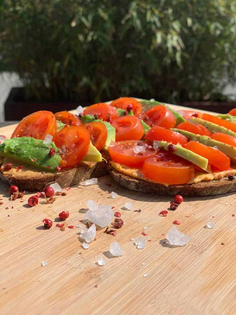 Avocado Brot mit Tomate selber machen