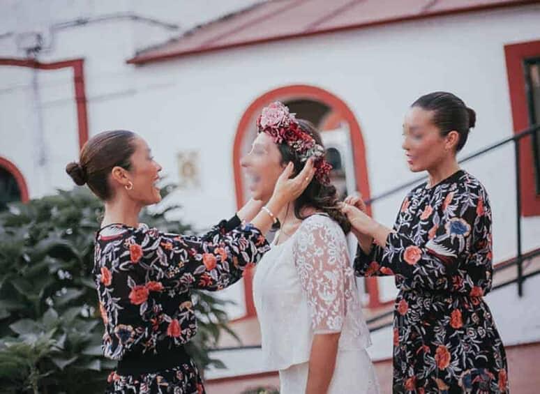 À un mariage les femmes sont belles et donc les rivales nombreuses