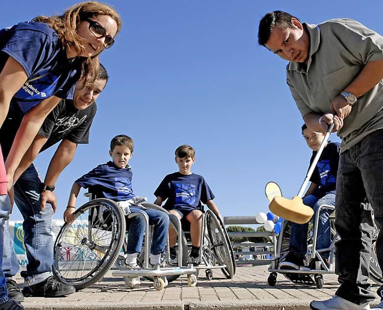 La Fundación También promueve la práctica de minigolf adaptado.