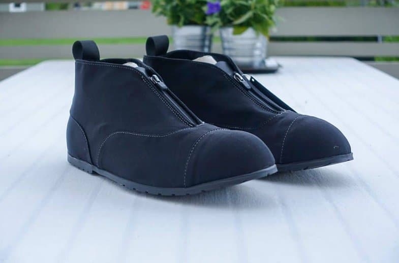 If they look good is relative. Compared with the shoes you wear under them, hardly. Compared with other galoshes, perhaps,amatter of taste.