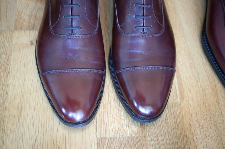 Crockett & Jones read 236 is a reading with a typical classical round shape.