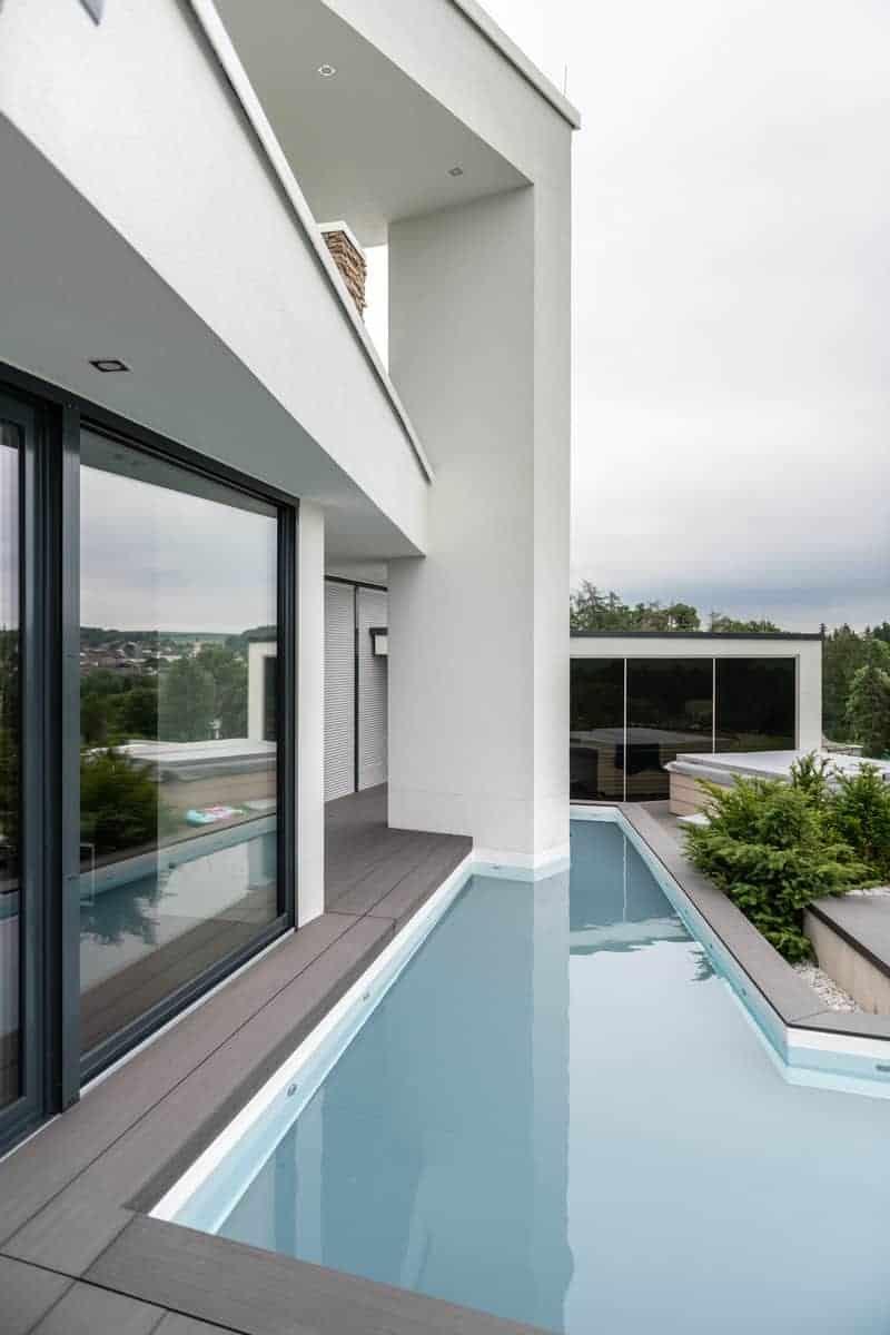 moderne Architektur mit Wasser