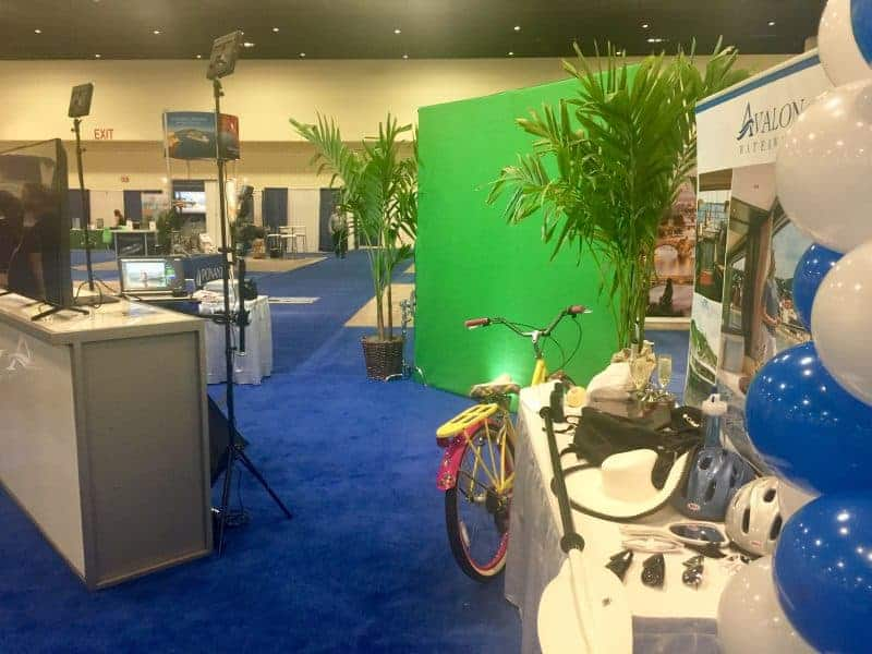 A Miami green screen photo booth for Globus at a local cruise show