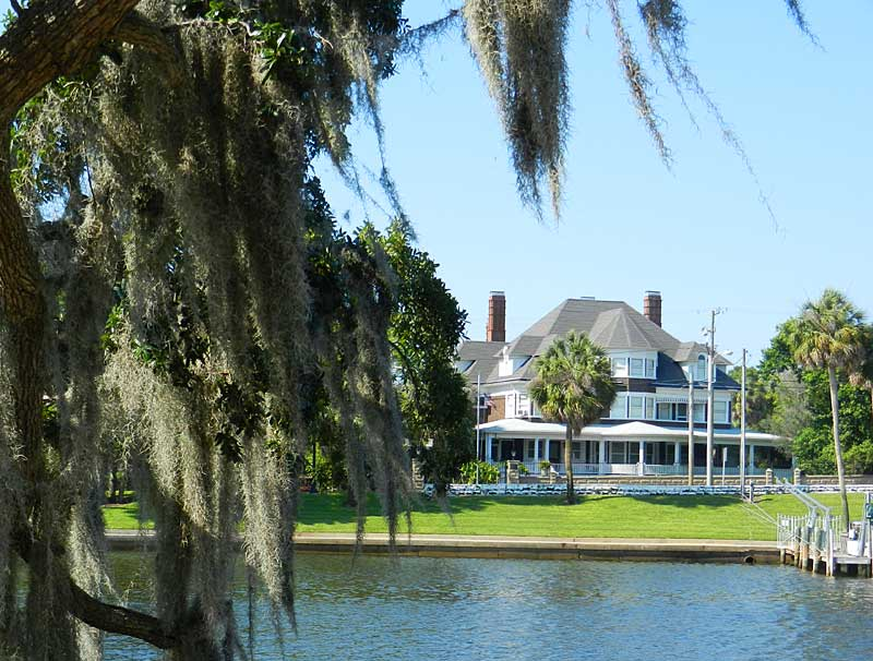 Historic waterfront home in Tarpon Springs (Photo: Bonnie Gross)