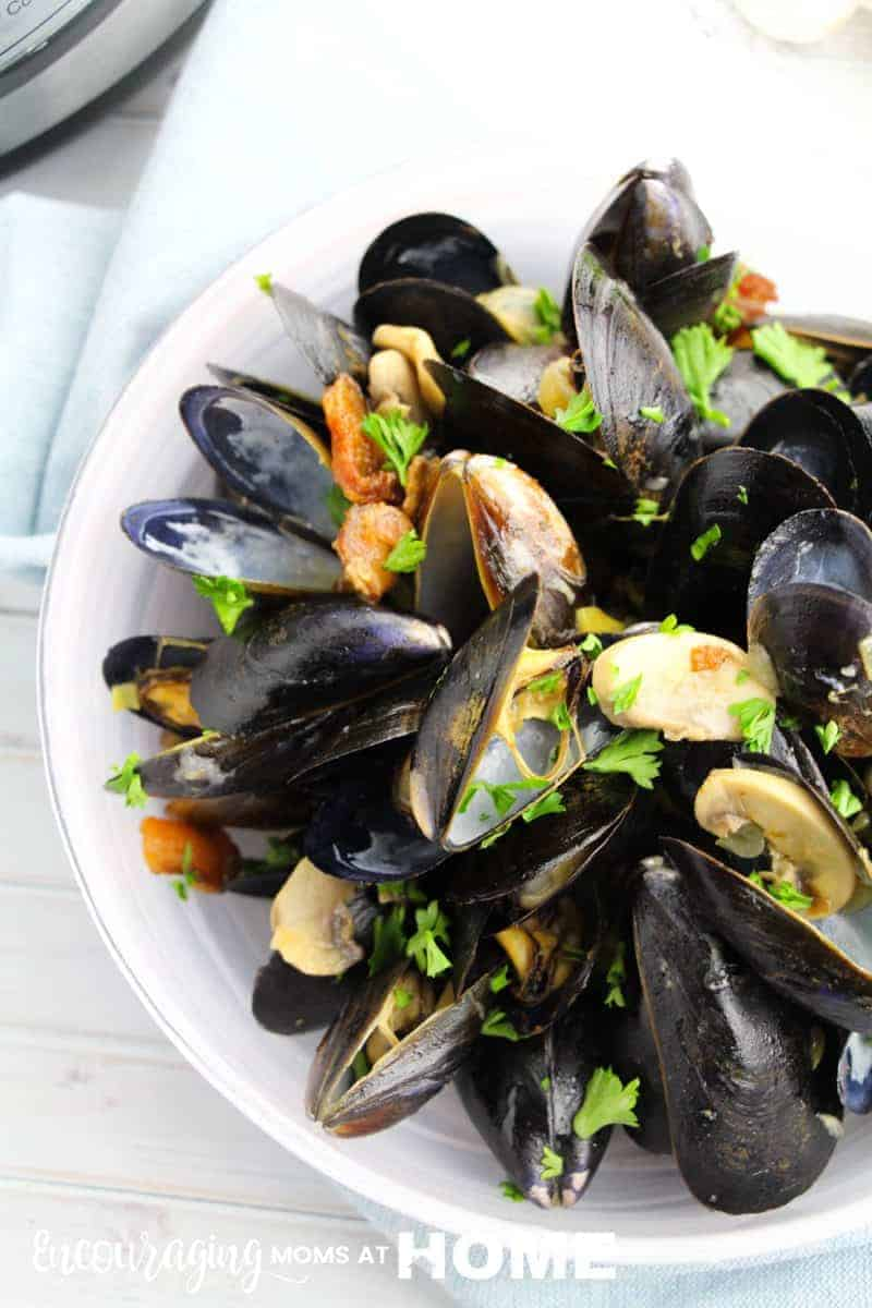 What could be better than mussels with apples and bacon? And in the Instant Pot, they are so easy to make. Take a look at this great recipe that is perfect for dinner or your next party.