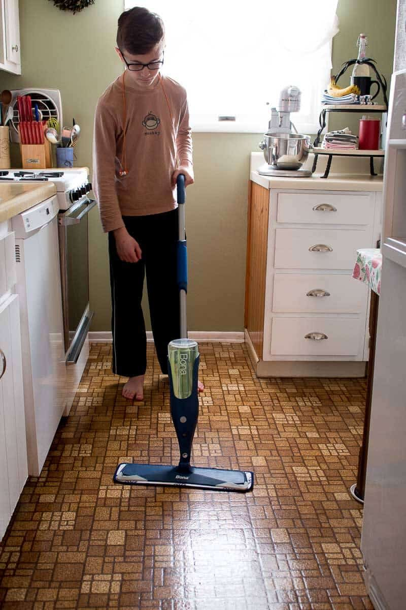 Cleaning laminate flooring with a Bona