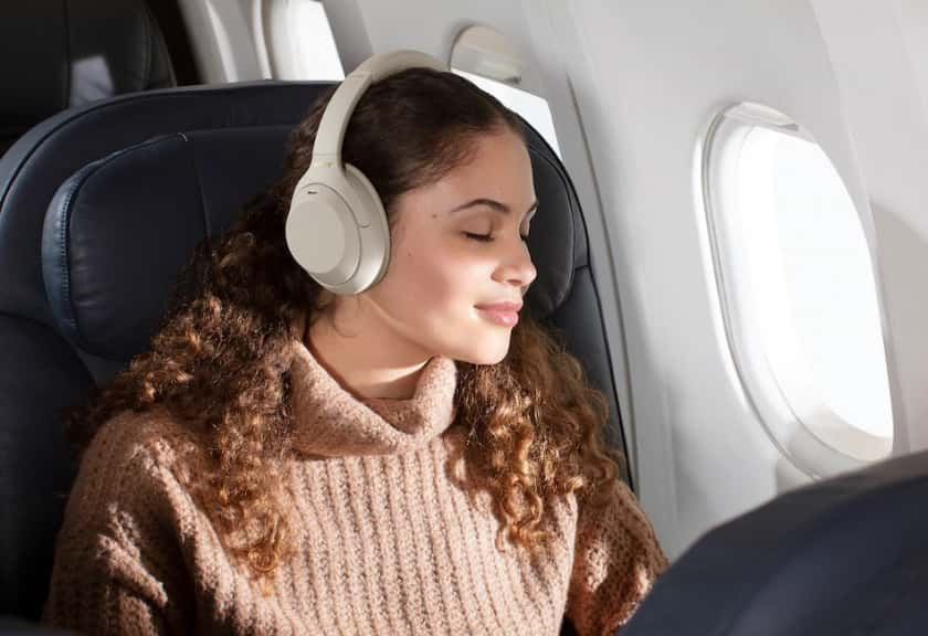 Sony WH-1000XM4 en color plata con Active Noise Cancelling