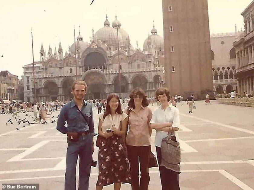 Contiki tour group in Saint Mark's Square, Venice in the 1980s
