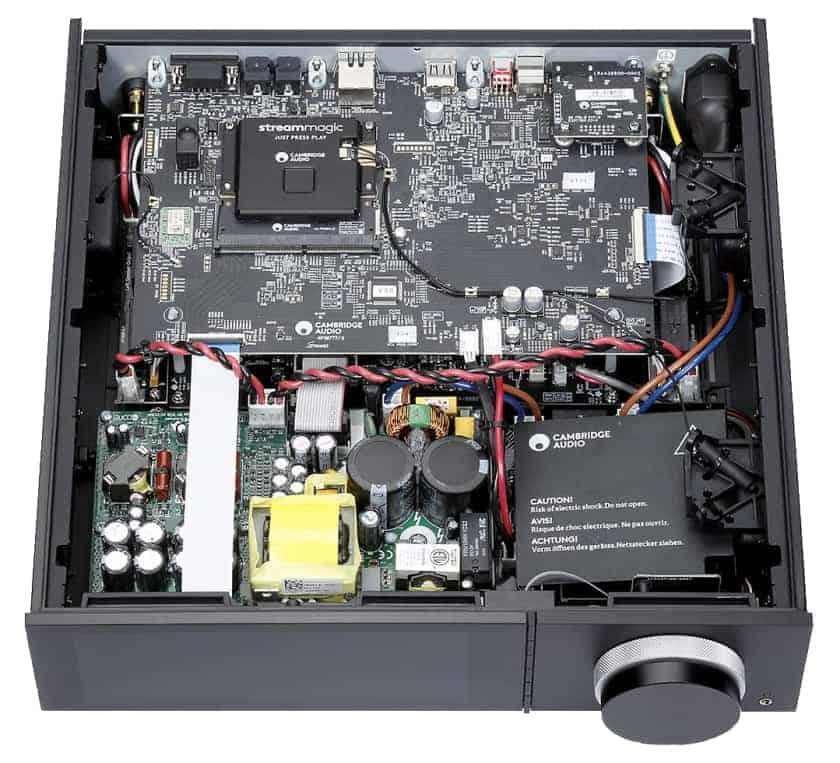 Interior del amplificador y reproductor todo en uno Cambridge Audio Evo 150