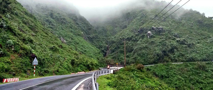 Hai Van pass road