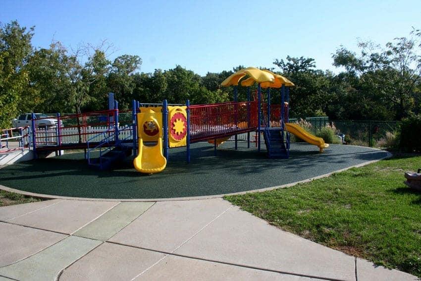 Материал для покрытия детских площадок.
