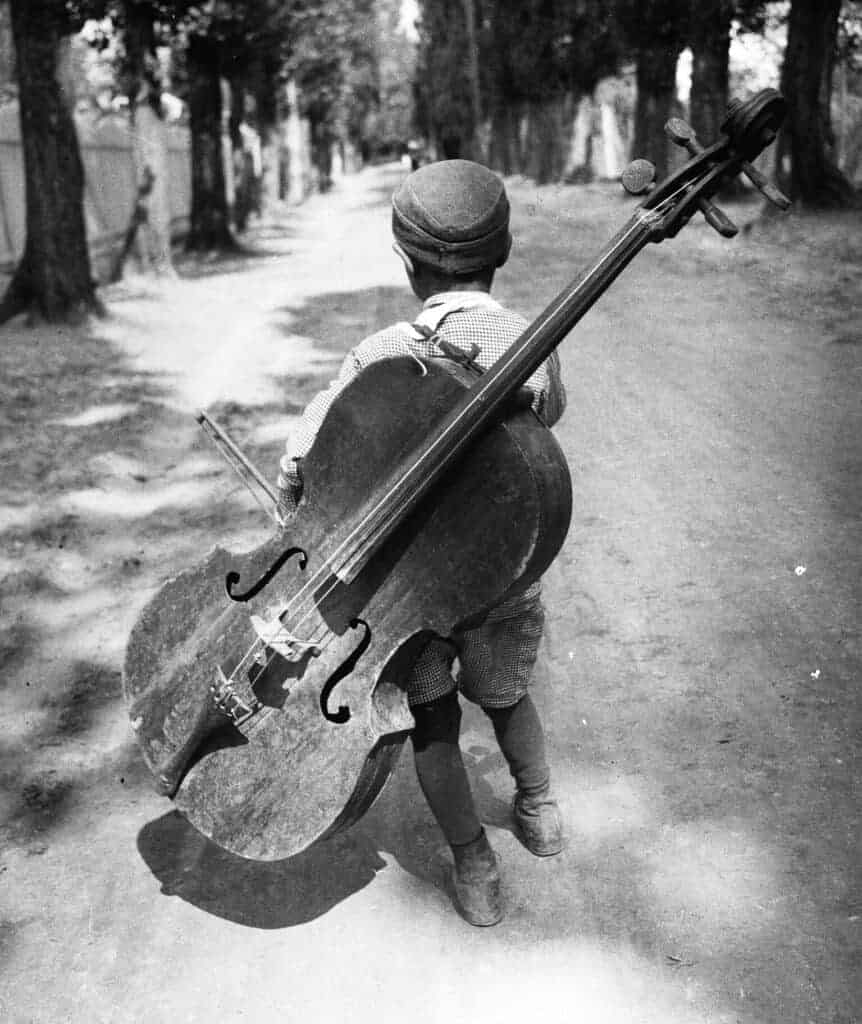 Éva Besnyő, Boy with Chello, Lake Balaton, Hungary, 1931. Courtesy of Maria Austria Instituut, Amsterdam.