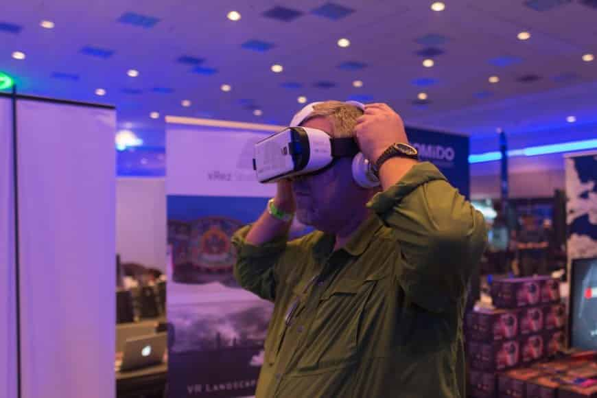virtual and augmented reality as digital activities to attract trade show attendees