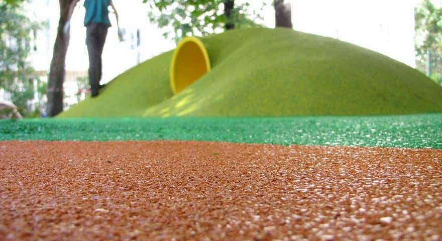 Резиновое покрытие детских игровых площадок.