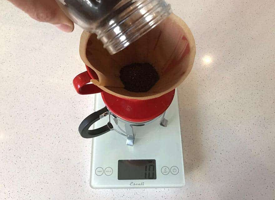 If you perform the whole operation on a scale, you can really get to know your coffee-to-water ratios. (© Bean Poet)