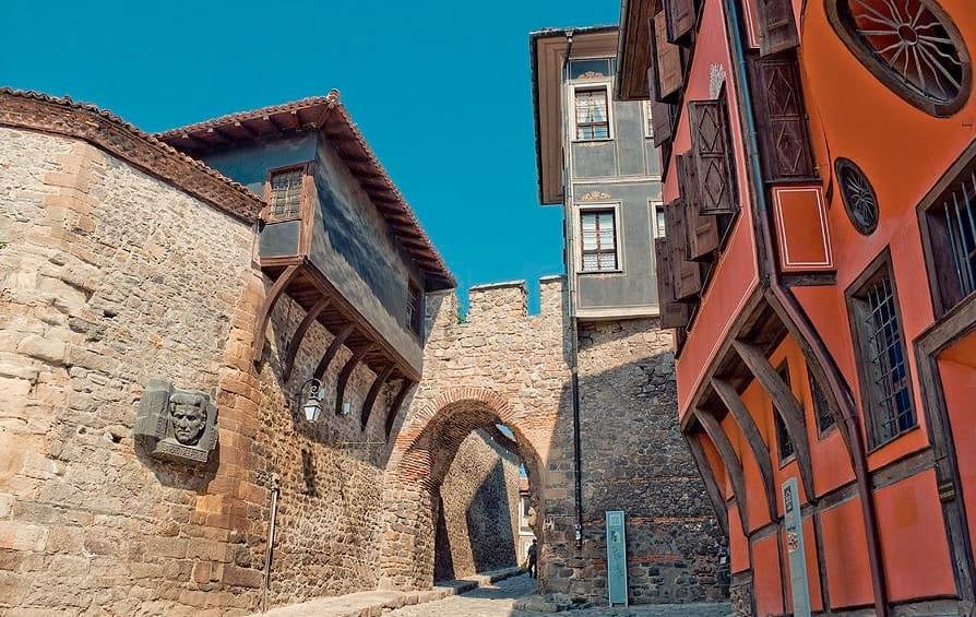 "Antigua Puerta de muralla medieval ""Hissar"" en Plovdiv"