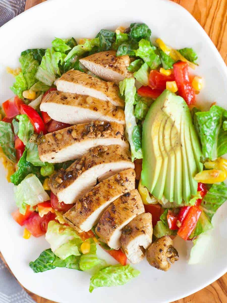 easy salad recipe - garlic chicken salad with Mediterranean salad dressing and peppers