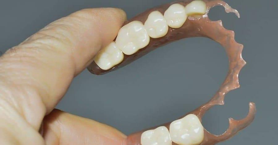 ฟันปลอม ถอดได้ฐานพลาสติกนิ่ม