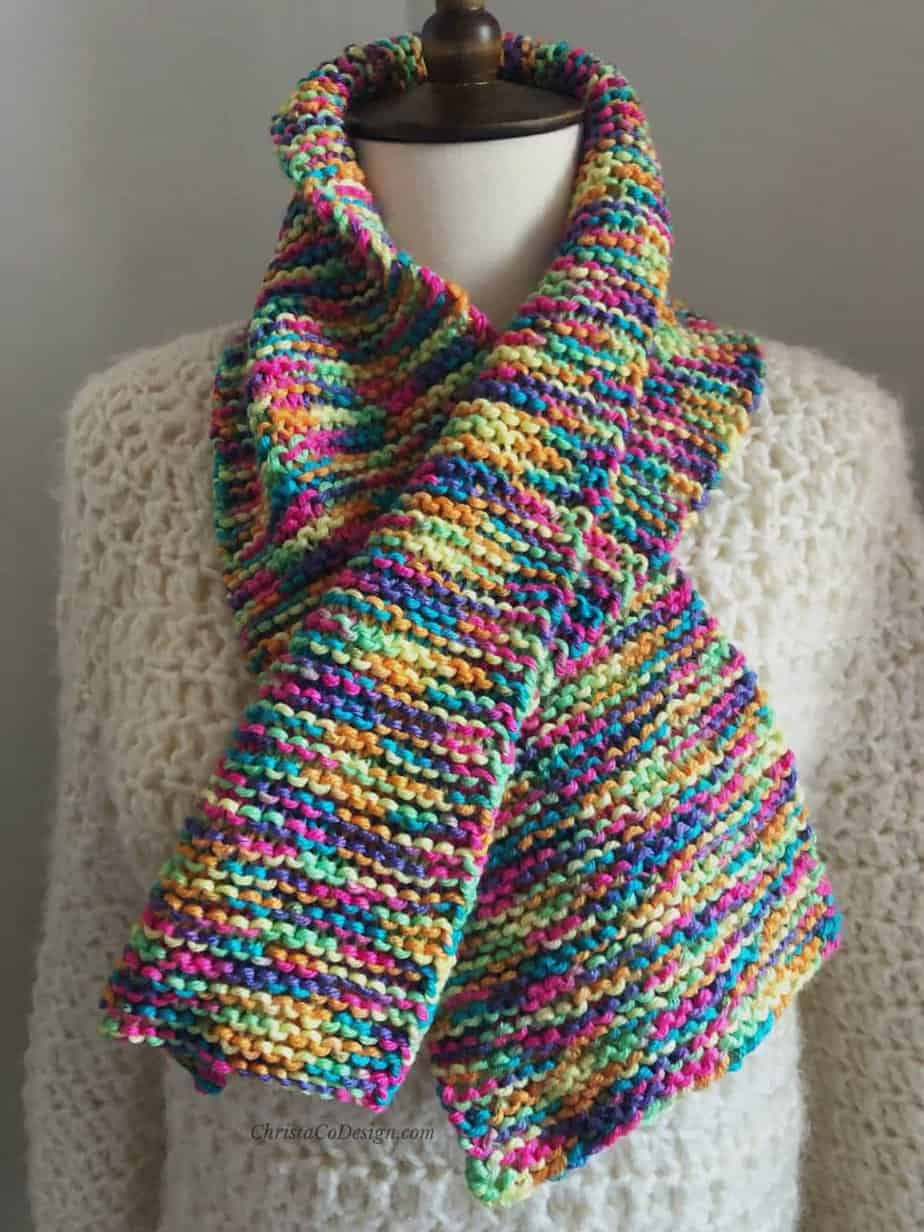 picture of easy scarf knitting pattern wrapped around mannequin