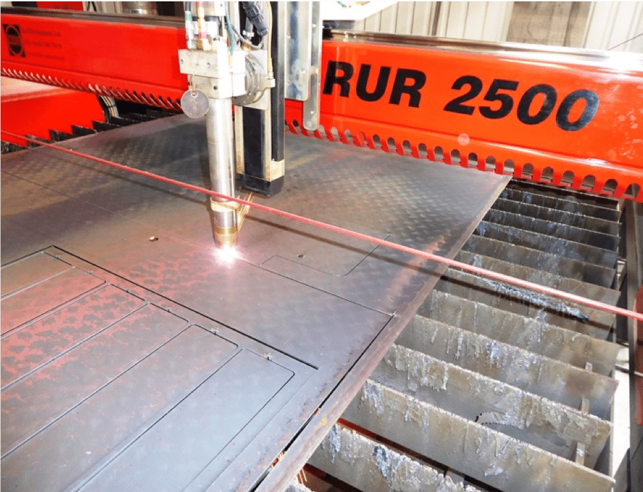 RUR 2500 image of machine cutting metal