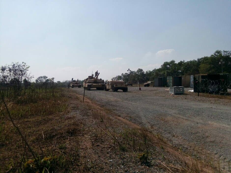 รถถัง M1A1 รับการส่งกำลังบำรุง