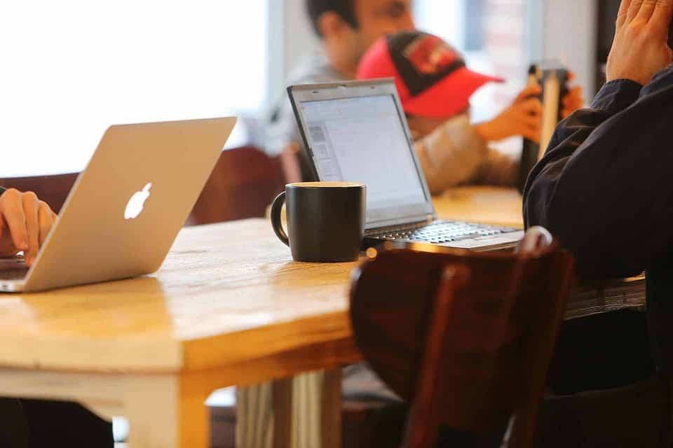 MacBook in Cafe