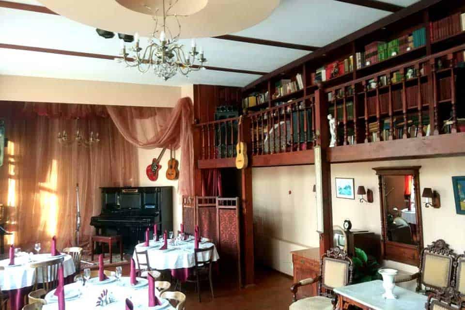 ресторан«Дача Косенковых»часто называют атмосферным местом