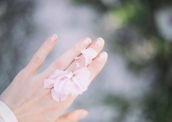 4 incredible benefits of manicure & pedicure treatment