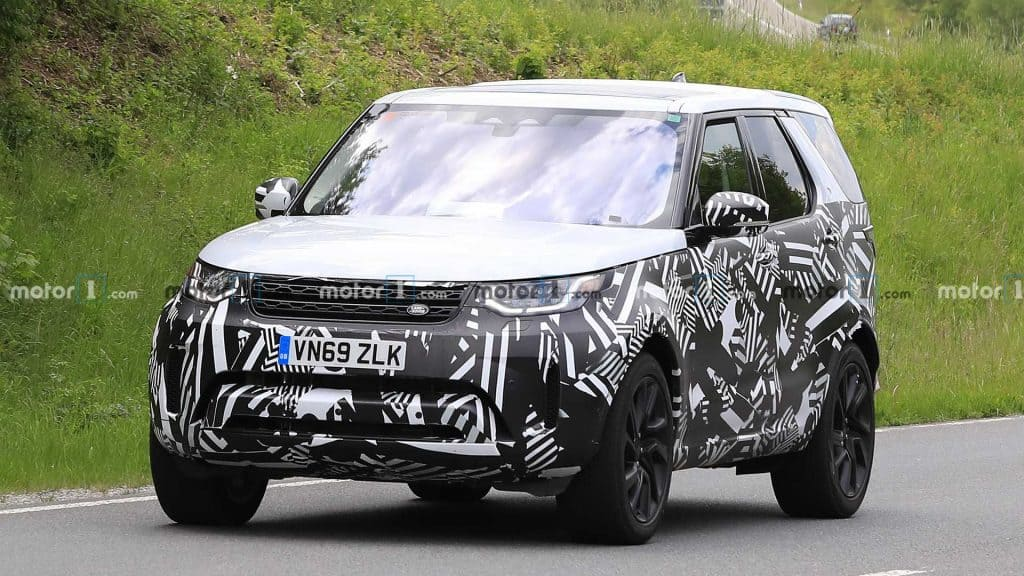 Land Rover Discovery Facelift Spied in New Photos; Could Be A Hybrid