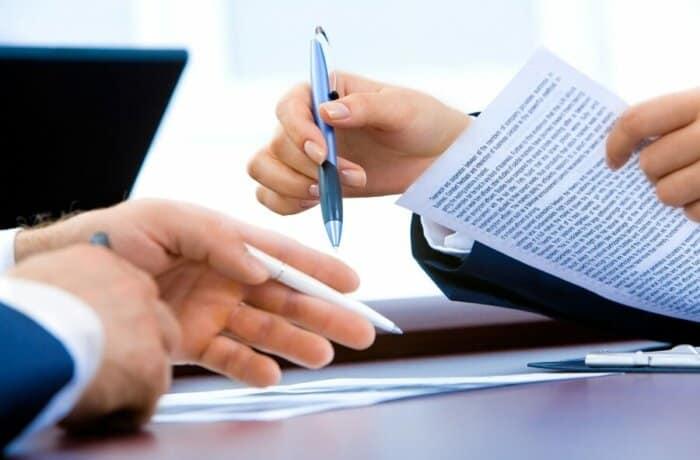 Гонорар успеха адвоката и правила его включения в соглашение