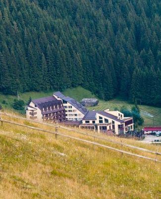 https://mediteranatour.ro/wp-content/uploads/2020/05/6-Mistral-Resort-Moieciu-3-din-Moieciu.-Cazare-oferte-si-recenzii-2020.jpg