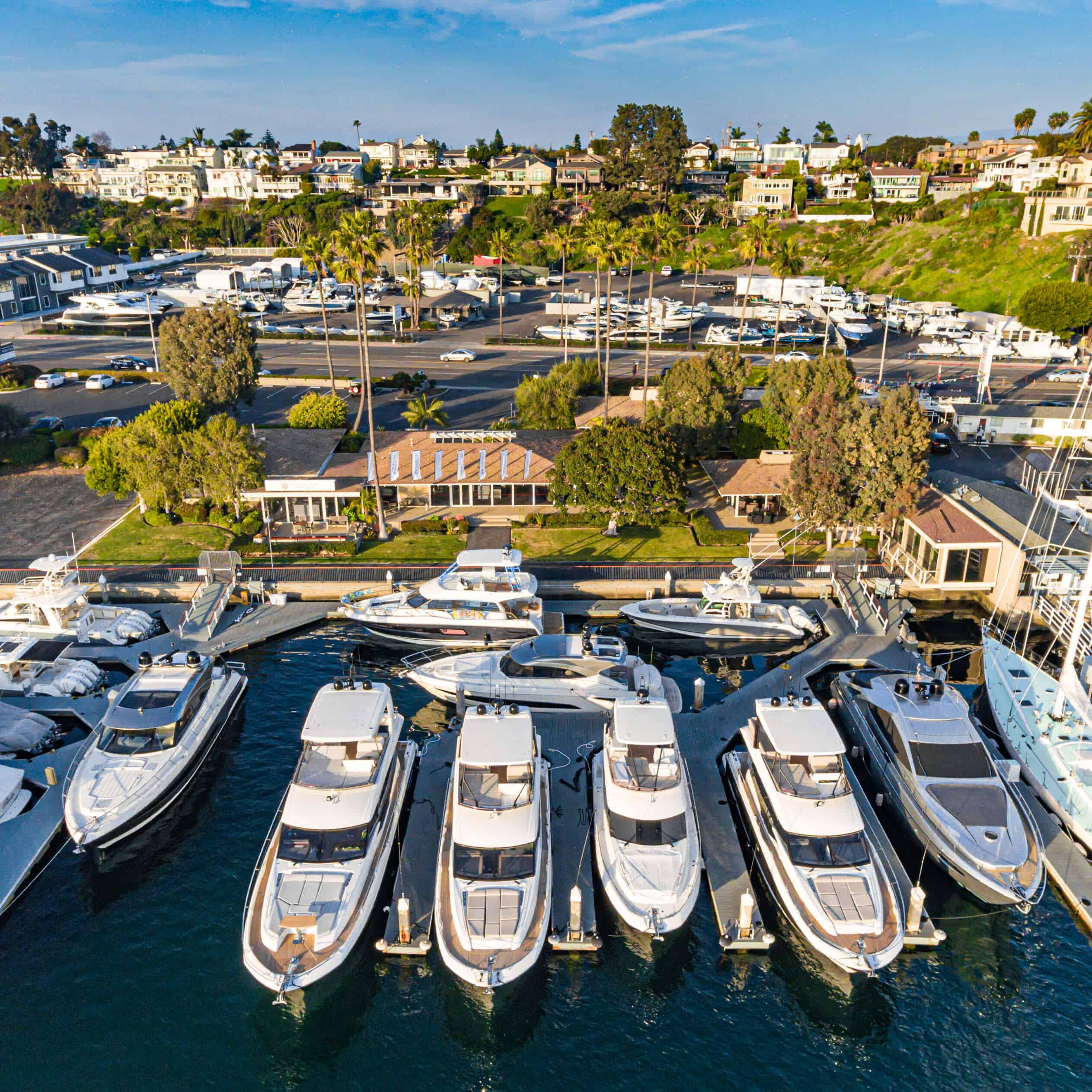 https://suncountrymarinegroup.com/wp-content/uploads/2020/06/sun_country_yachts-newport-beach-storefront.jpg