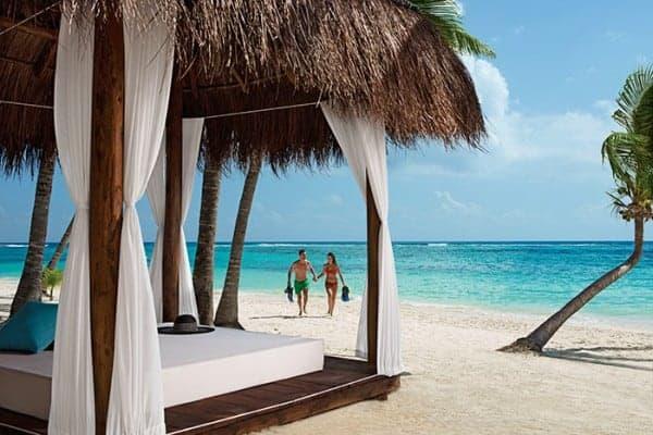 secrets-akumal-deal_ext_couple_snorkeling_2a