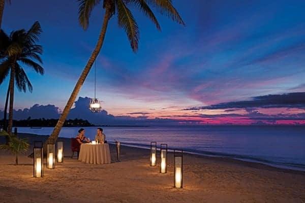 secrets-akumal-deal_res_romanticdinner_beach_2