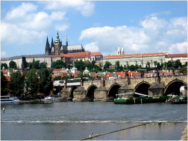 チェコ・プラハを地元民とめぐる旅♪まるで中世!?な体験談