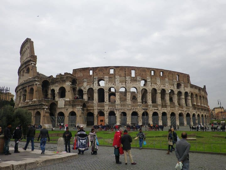 コロッセオとフォロ・ロマーノを巡る♪永遠の都ローマ・古代遺跡ツアー♪