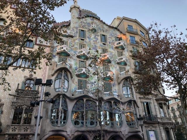 「カサ・バトリョ」スペインにある巨匠ガウディの代表的建築物