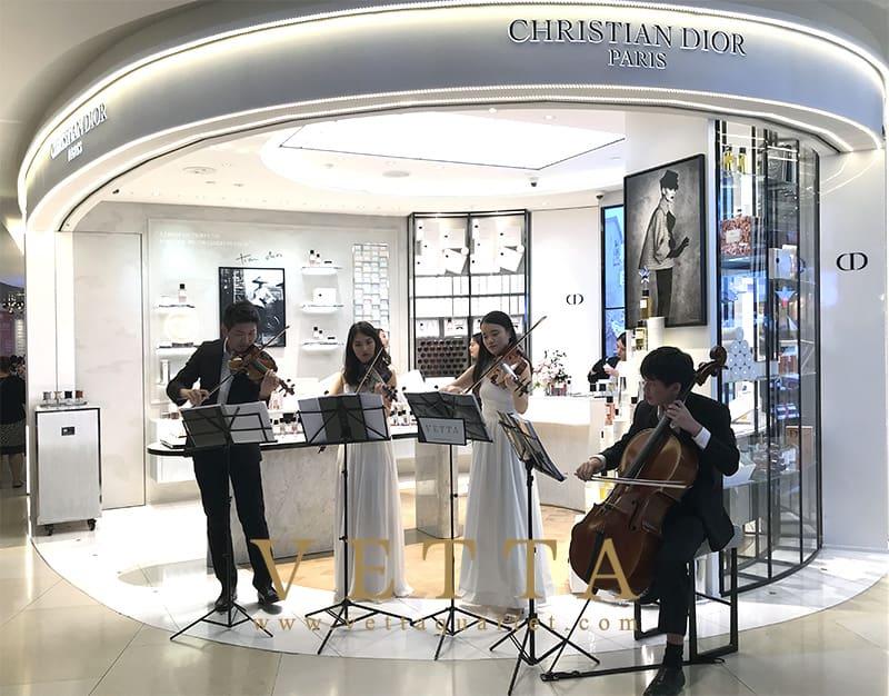 Christmas Performance at Maison Christian Dior, ION Orchard