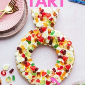 A ring shaped cream tart Pinterest image with text overlay.
